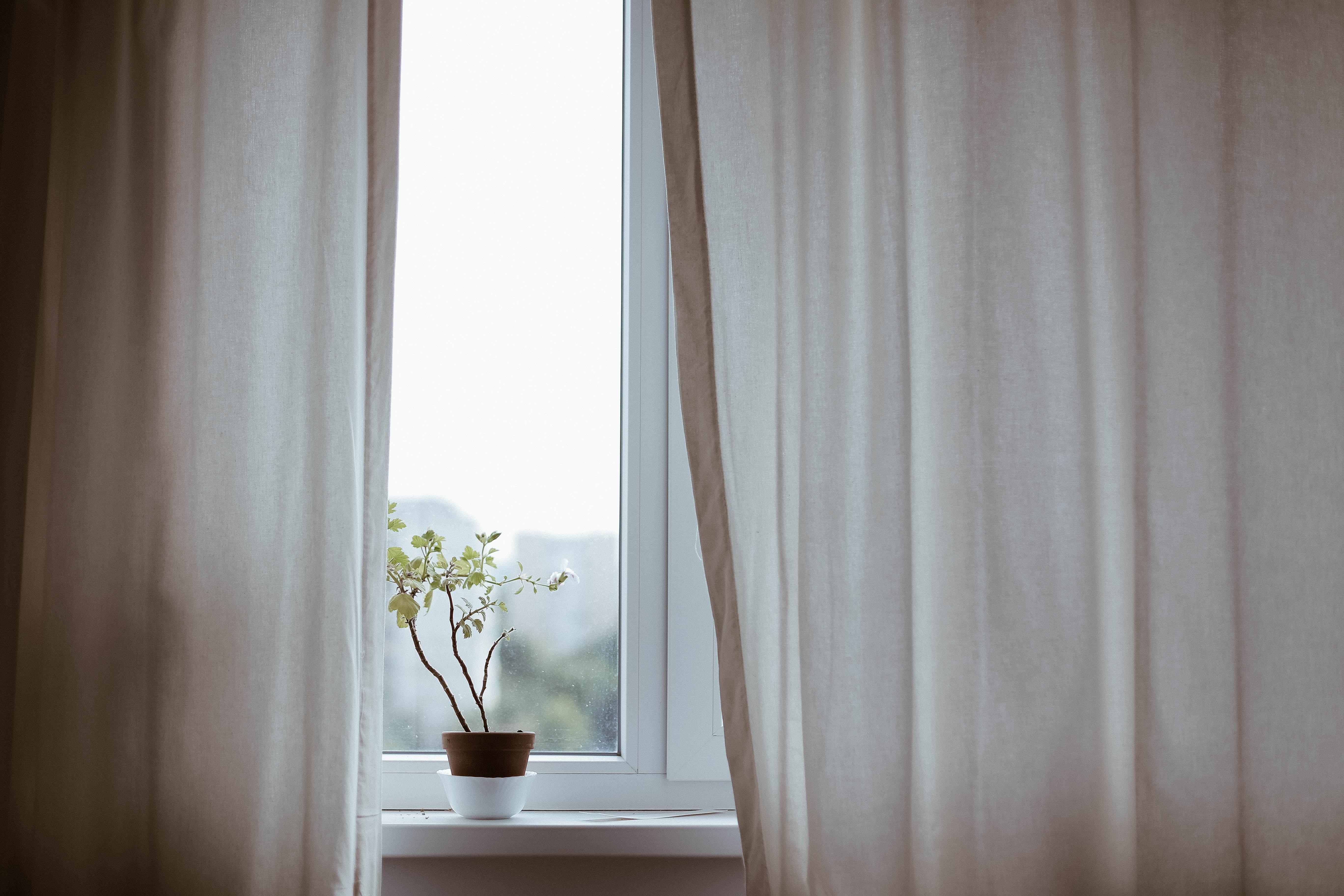 Room make-over inspiratie: raamdecoratie