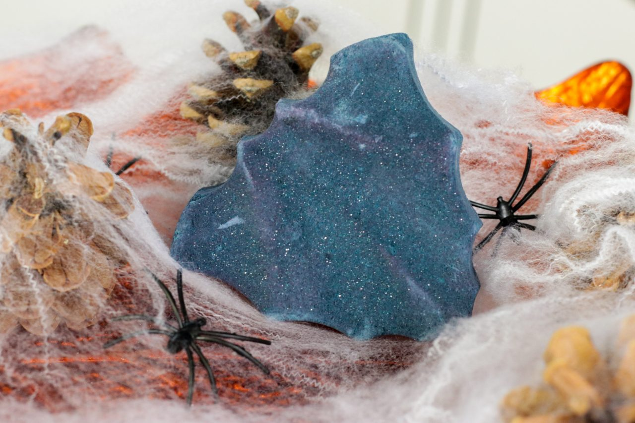 LUSH Bat Art bath bomb